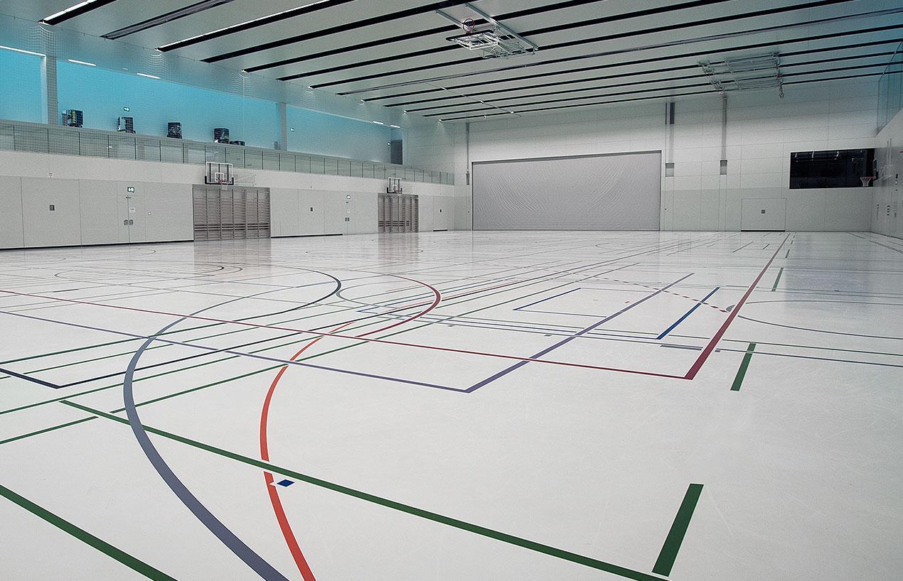 Pisos esportivos: base e concreto para quadras